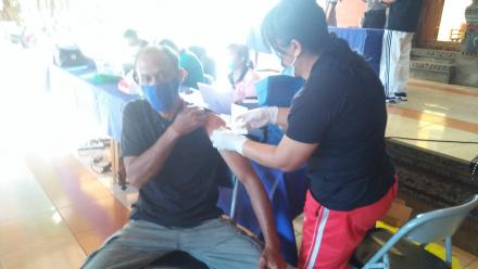 Vaksinasi Warga Masyarakat Desa kayuputih